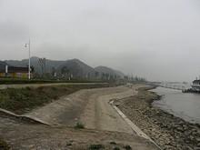 右が長江、左が公園と幕府山