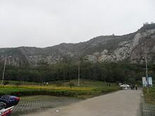 公園から幕府山を見る