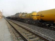 通り過ぎていく貨物列車