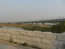 河を越える高速鉄道