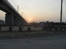 高速鉄道と沈む太陽