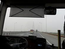 長江二橋を渡る
