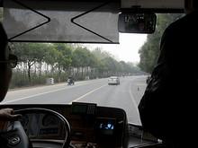 高速道路を下りて、八卦洲の田舎道