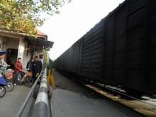 貨物列車が通過