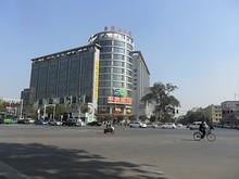 珠江路の交差点と大型スーパー