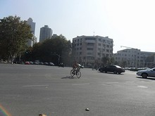 新模范馬路の交差点