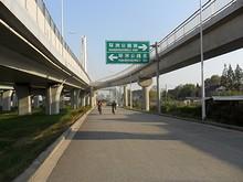 夾江大橋の歩道と車道の分岐部