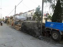 この中州も再開発中なのか、取り壊し中の家が多い
