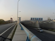 長江トンネル入口と換気塔