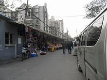 安徳門駅そばの市場