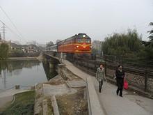 旅客列車が橋を通過