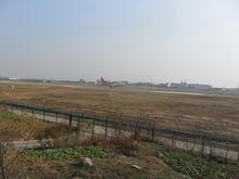 着陸する深圳航空B737形機