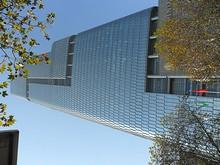 鼓楼ロータリー前の高層ビル「紫峰大厦」