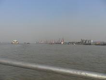 こちらも化学工場関係の桟橋