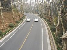 橋の上から見た陵園路