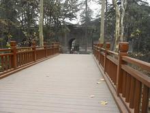 神功聖徳碑楼と大金門を結ぶ木橋