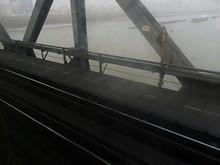 長江を渡る