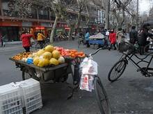こちらは果物売りの露店