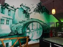 ホステルの壁に描いてある、イイ感じの絵