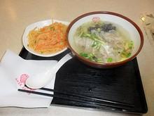 昼飯は駅前の永和豆浆でラーメン