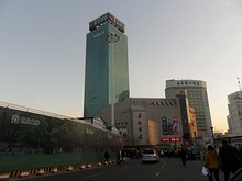 青島駅前のビル