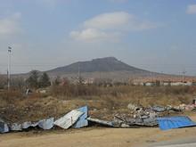 バスターミナル西側の山