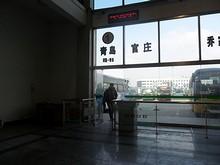 青島方面への改札