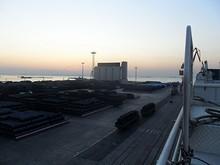 フェリーから見た青島港