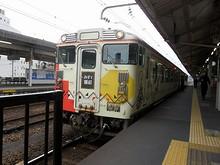 下関駅に止まっている「みすゞ潮彩」号