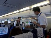 機内サービス中・・・