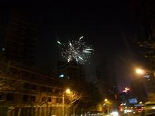 ホステル周辺で上がる花火