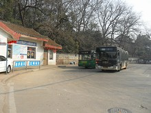 清凉山バス停前