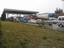 フェリー乗り場に並ぶトラック