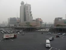 上海駅前の交差点