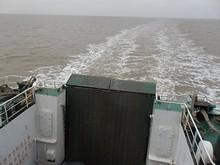 上部甲板から見た船尾