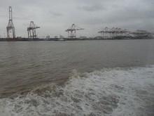 洋山深水港に到着