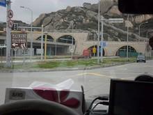 橋へ続くトンネル