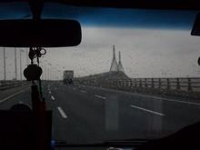 東海大橋を行く