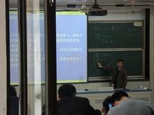 数軒隣の教室