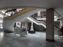 大学図書館1階ホール