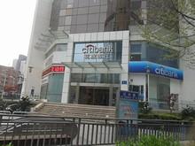 市中心の花旗銀行(シティバンク)