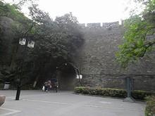 城壁に開いた別の城門