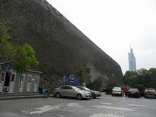 台城と紫峰タワーのコントラスト