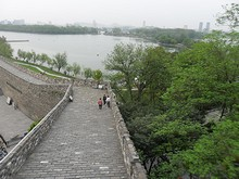 城壁と玄武湖公園