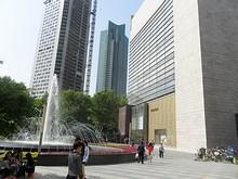 徳基広場(右)