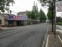 里灶バス停と商店