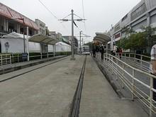 張江高科駅に路面電車が到着