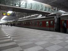 南京駅1番ホームに到着