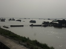 長江と停泊している船