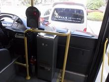 9番バスの運賃箱とカードリーダー